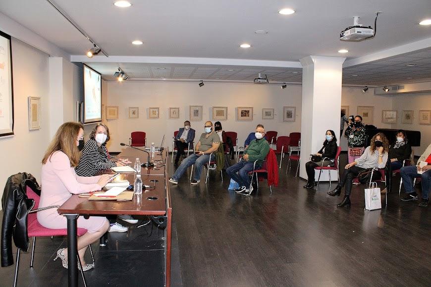 Presentación del libro en el salón cultural de Unicaja.