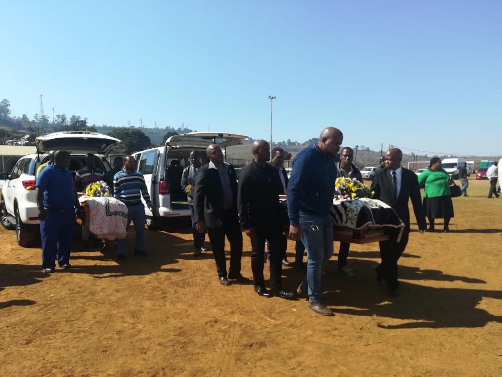 Moeder Xolisile Mpungose begrawe haar vier gesneuwelde kinders - TimesLIVE