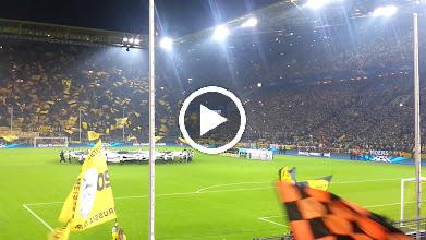 Video: Das Einlaufen der Mannschaften und die Champions League Hymne