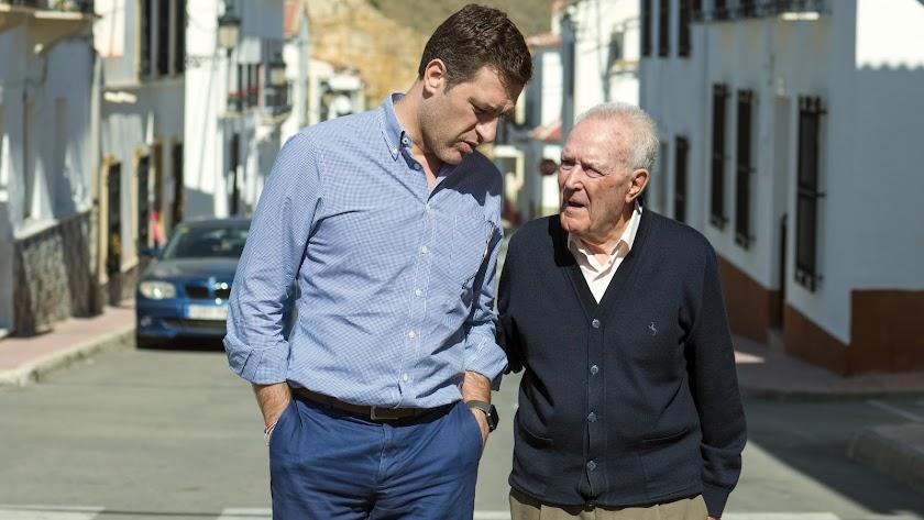 Miguel Ángel Castellón junto a José Antonio Torres, alcalde de Chercos