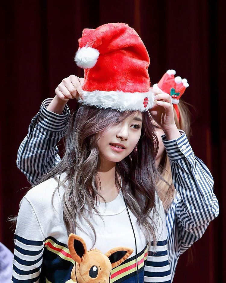 tzuyu in hat 1