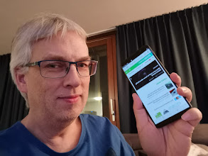 Photo: Sunday giveaway winner Jarl W. showing off his new OnePlus 5T.