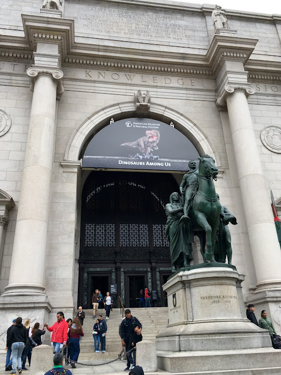 Entrance to the AMNH with Theodore Roosevelt on horseback.