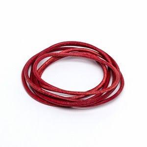 Röd läderrem 1,3 mm längd 1 m