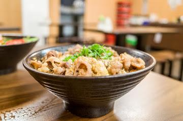 滝神 平價生魚片丼飯