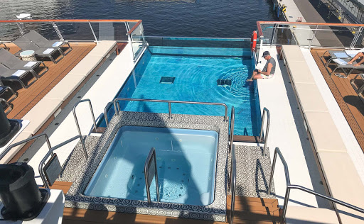 infinity-pool-and-whirlpool.jpg - The infinity pool and surrounding Aquavit Terrace aboard Viking Sun.
