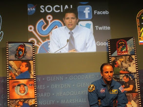 Photo: Spanish Q&A portion of the program, as hosted by NASA Kennedy and @NASA_es