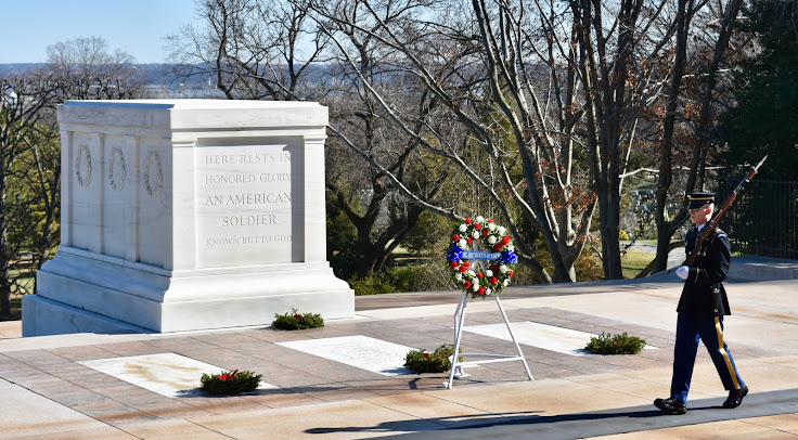 Honor Guard and wreath at Tomb of the Unknown Soldiers