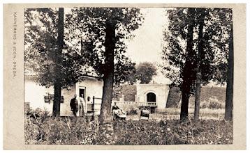 Photo: 1865 Haagsepoort buitenzijde met wachterswoning buiten de singel, gezien vanuit zuidwestelijke richting (Princenhage)