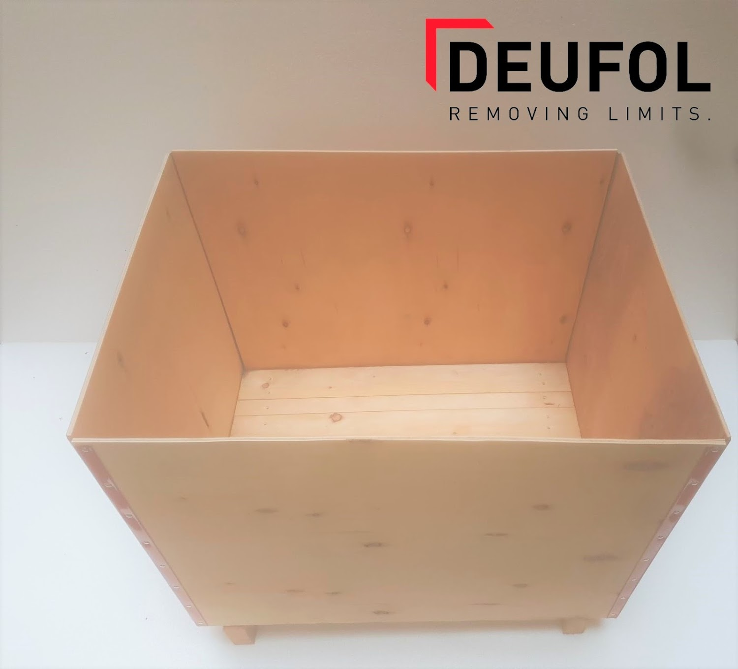 Wooden transport box with lid 80x60x50cm