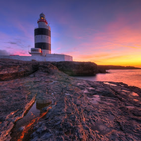 Sunrise on hookhead. by Paul Holmes - Landscapes Waterscapes