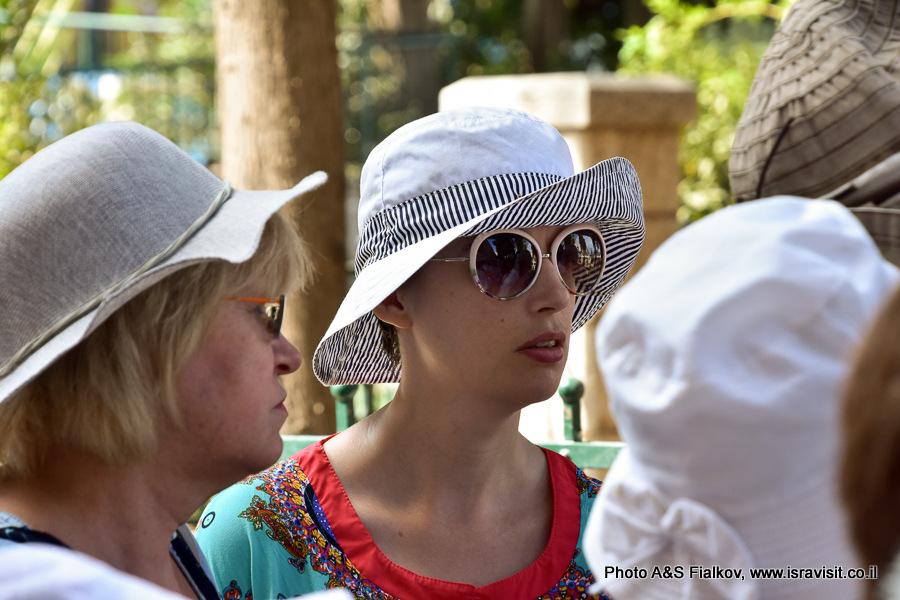 Туристы на экскурсии Светланы Фиалковой