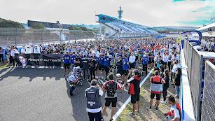 Todos los integrantes del WorldSBK se concentraron en la recta de Jerez