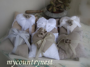 Photo: Cuscini doppi con cuori pieni di lavanda (possono essere realizzati come portaconfetti)