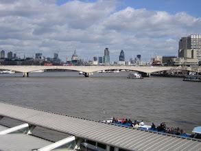 Photo: Blick von Brücke auf Skyline