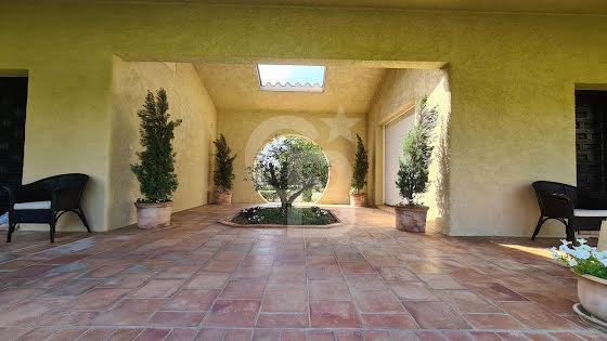 Vente villa 8 pièces 387,5 m2