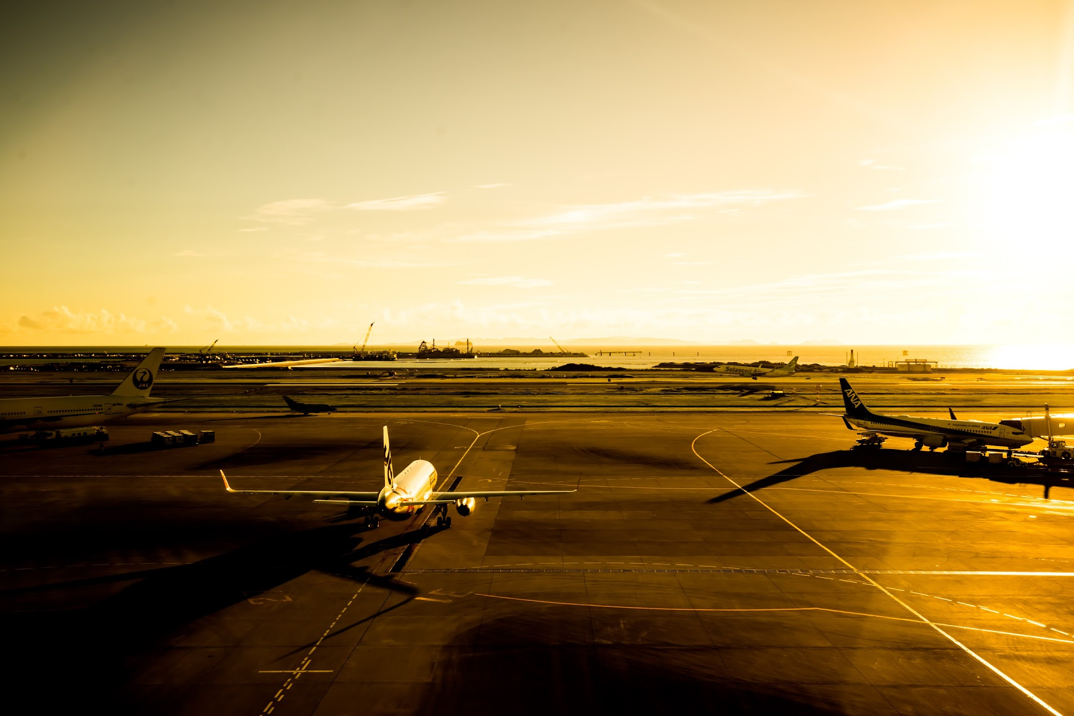 Okinawa Naha airport airplane6