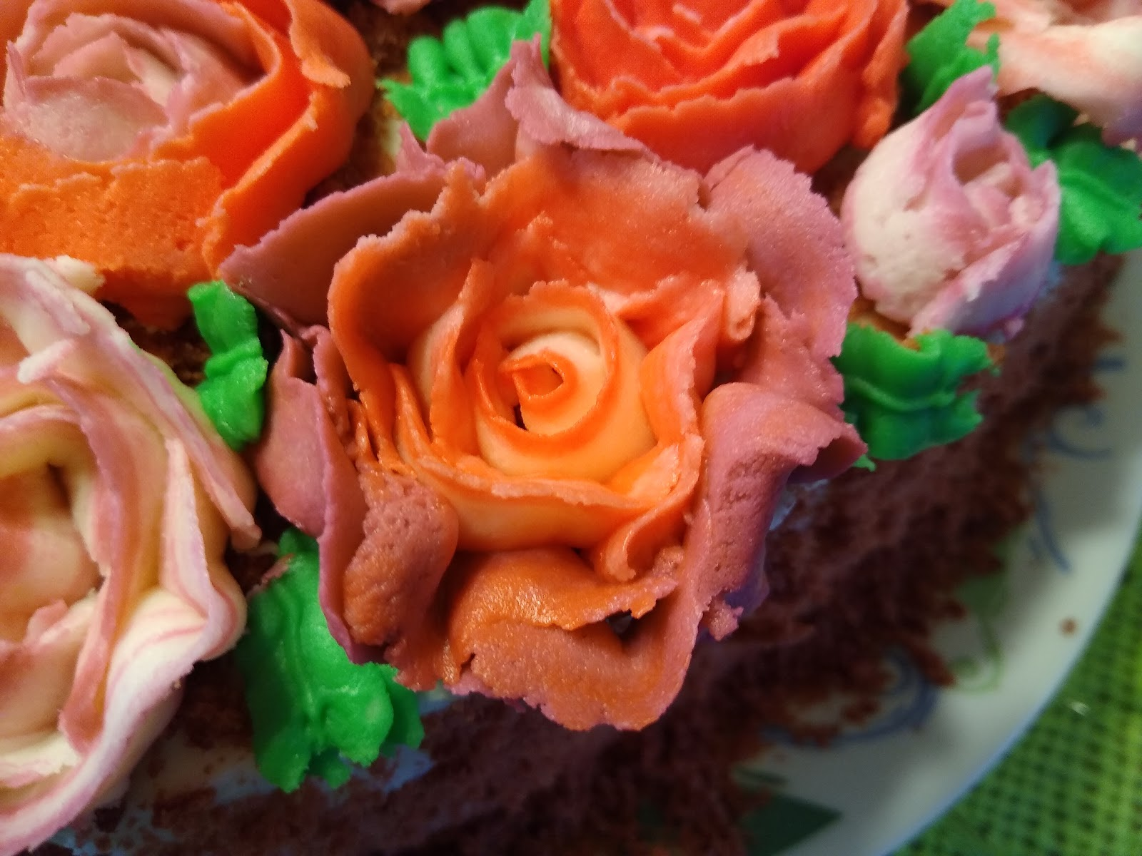 tri-color buttercream rose picture