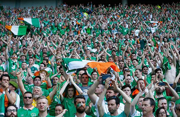 Condecoran a las aficiones de Irlanda e Irlanda del Norte
