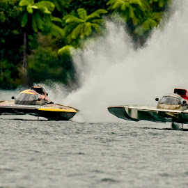 Its 2 Wide Now by Ken Nicol - Sports & Fitness Watersports