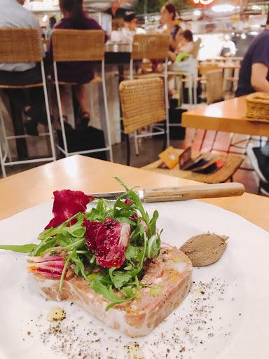 其實我完全是衝著米其林一星的義大利主廚『鈴木 彌平』所指導的餐廳而來的,每道菜都像藝術品一樣的美。菜色的種類不多,很多部落客都說Trattoria Vent會定期更換菜色,很值得期待~ 只是菜單字比較