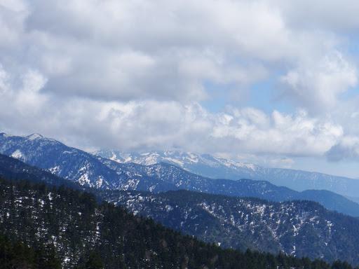 乗鞍岳はまだ雲に覆われる