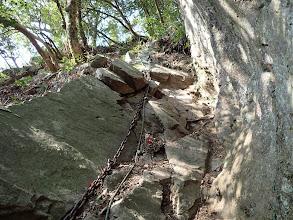 岩場を降りる(下から撮影)