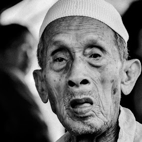 """""""Don't cry because it's over, smile because it happened."""" ― Dr. Seuss by Mohd Nazeerul - People Portraits of Men ( b/w, grandpa, black and white, grandfather, brunei, people )"""