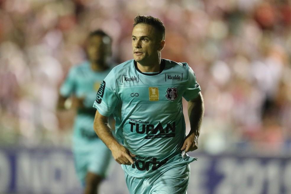 Pipico fez dois gols no Náutico e melhora nitidamente a parte física a cada jogo — Foto: Aldo Carneiro / Pernambuco Press