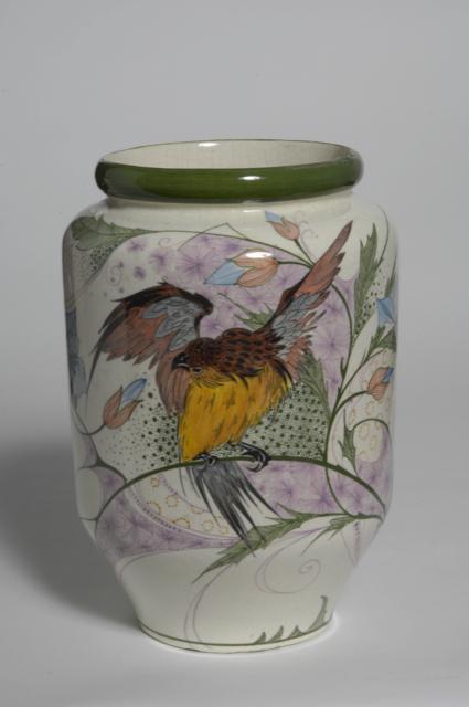 Vaas met decor van vogel op tak met bloemen, 1908-1927