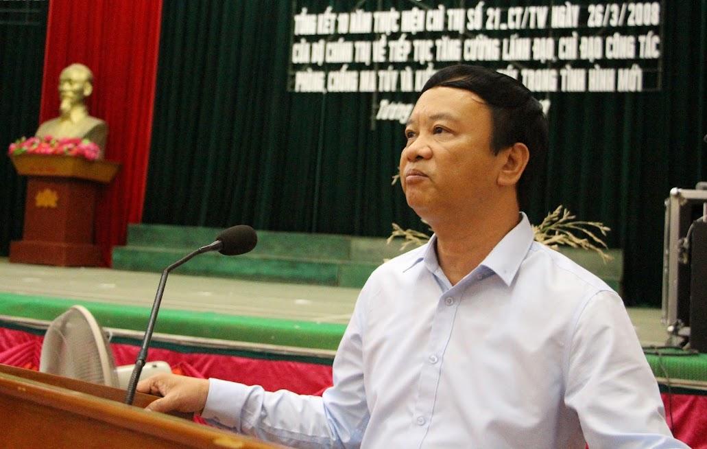 Đồng chí Nguyễn Văn Hải -  Tỉnh ủy viên - Bí thư Huyện ủy Huyện Tương Dương phát biểu nhấn mạnh 4 nhiệm vụ cần thực hiện trong thực hiện Chỉ thị số 21-CT/TW của Bộ Chính trị trong thời gian tới.