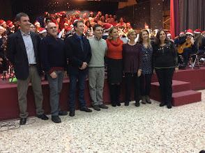 Photo: nella foto da sinistra: prof. A. Di Mauro (Chitarra), prof. S. Spina (pianoforte), maestro G. Ferrigno (coro scuola M. Rapisardi), prof. A. Fichera (sax), prof.ssa R. Loria (violino), prof.ssa M. Rubino (coro), prof.ssa M.G. Palermo (coro), prof.ssa R.D. Alloro (dirigente scolastica scuola Dante Alighieri)