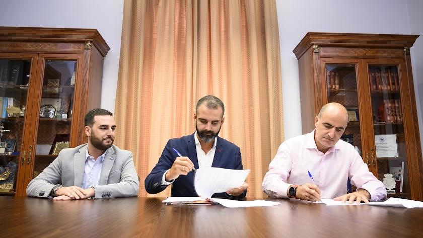 Firma del convenio para que Almería sea escenario prioritario de grandes rodajes.