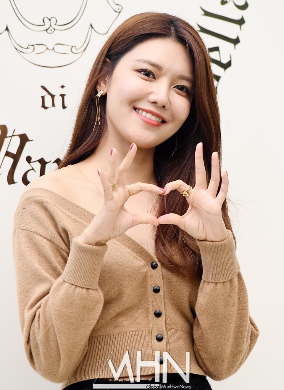 sooyoung deep v neck 7