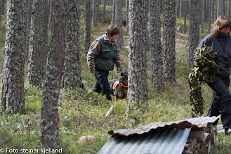 Photo: Zara og Inger Lise transporterer inn Kari.