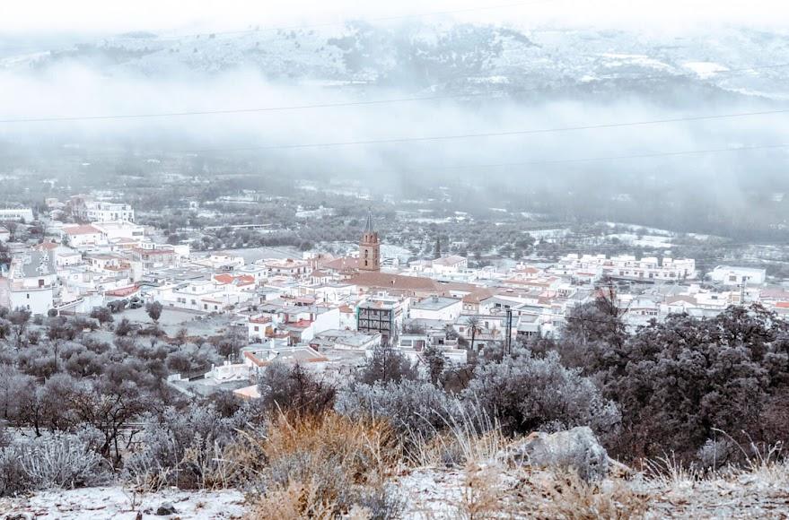 Paisaje de Fondón nevado. Una bellísima imagen.