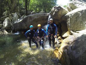 Photo: oklieštený Myjava team v kaskádach Polischellu pripraveny na canyoning