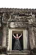 Photo: Doreen Wolff bei der Besichtigung von Ankor Wat/ Kambodscha
