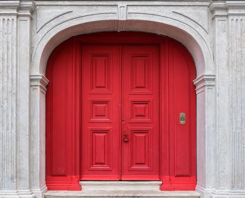 The red door di Caterina Ottomano