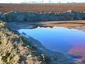 Photo: 12.1.2014 Jedna z lagun. Hráze, které svou funkci plní pouze symbolicky stojí mimo betonovou plochu !!! — Dekontaminační plocha Rokytí.