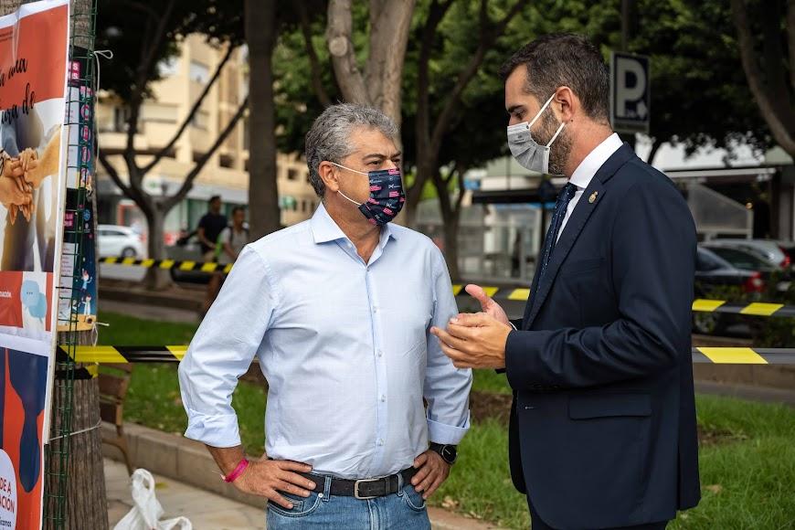 El rector y el alcalde, en la Rambla.