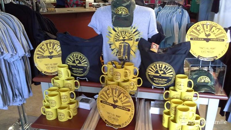 souvenir shops Graceland