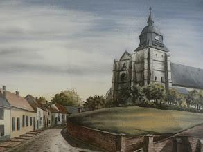 Photo: AUXI LE CHATEAU, l'église et sa rue pavée