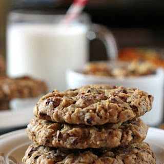 Chunky Oatmeal and Chocolate Cookies