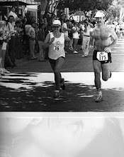 Photo: Jacqueline Hansen & Michael Reinhart, Catalina Marathon 1978 finish (1st)