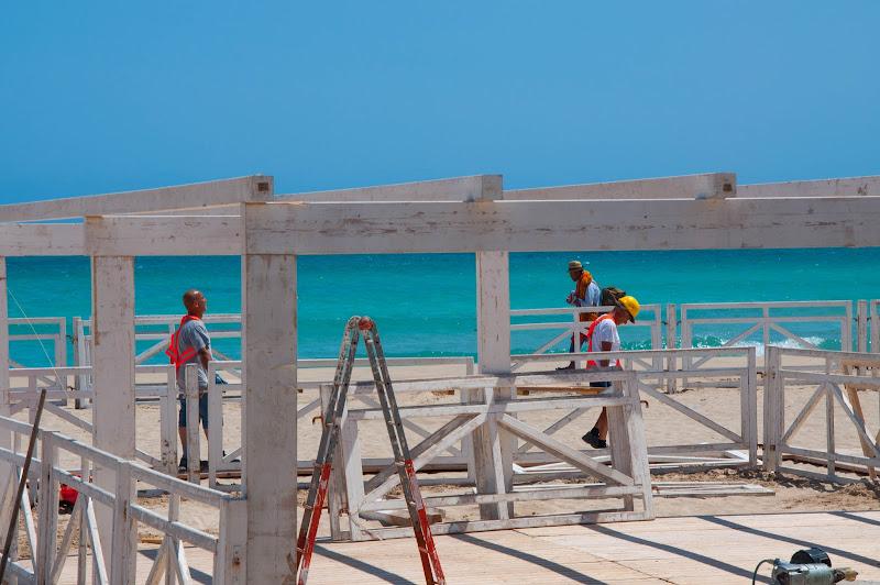 Il cantiere sulla spiaggia di Giomi