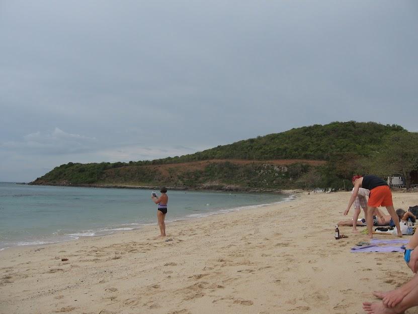 Остров Ко Лан пляж Monkey Beach