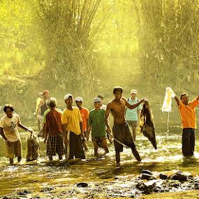 cleaning the river by Jan Michael Vincent Castillo - News & Events World Events ( michael, castillo, pokleng, poks, santiago, jan, vincent, isabela, calao, river, city )