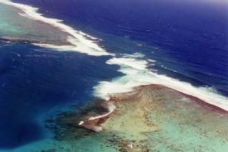 Photo: #007-Une passe dans la barrière de corail