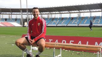 Juan Muñoz posando para LA VOZ en el Estadio.